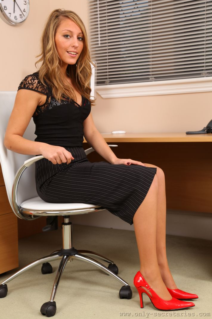 Ravishing MILF strips to black lace top stockings in her office № 969862  скачать