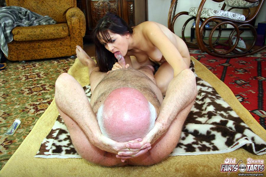 фото молодая сосет у старых порно № 9828 загрузить