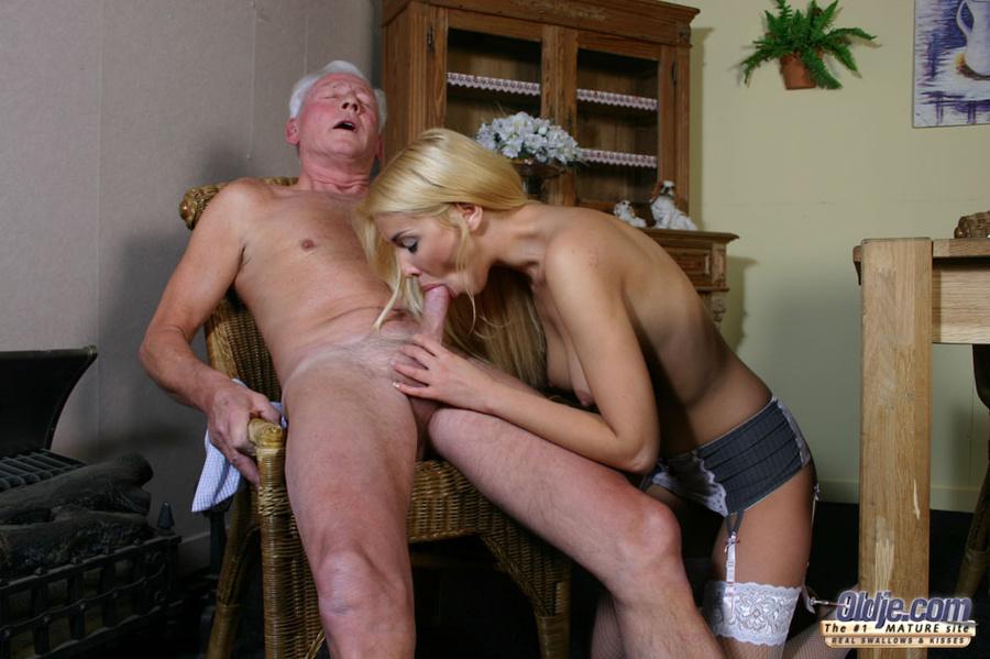 фото молодая сосет у старых порно № 9802 бесплатно
