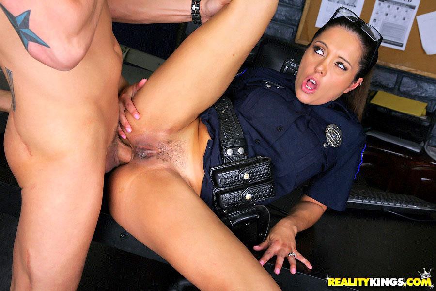 Cfnm Porn 2 Hot Ass Police Babes Bust Some - Xxx Dessert -2697