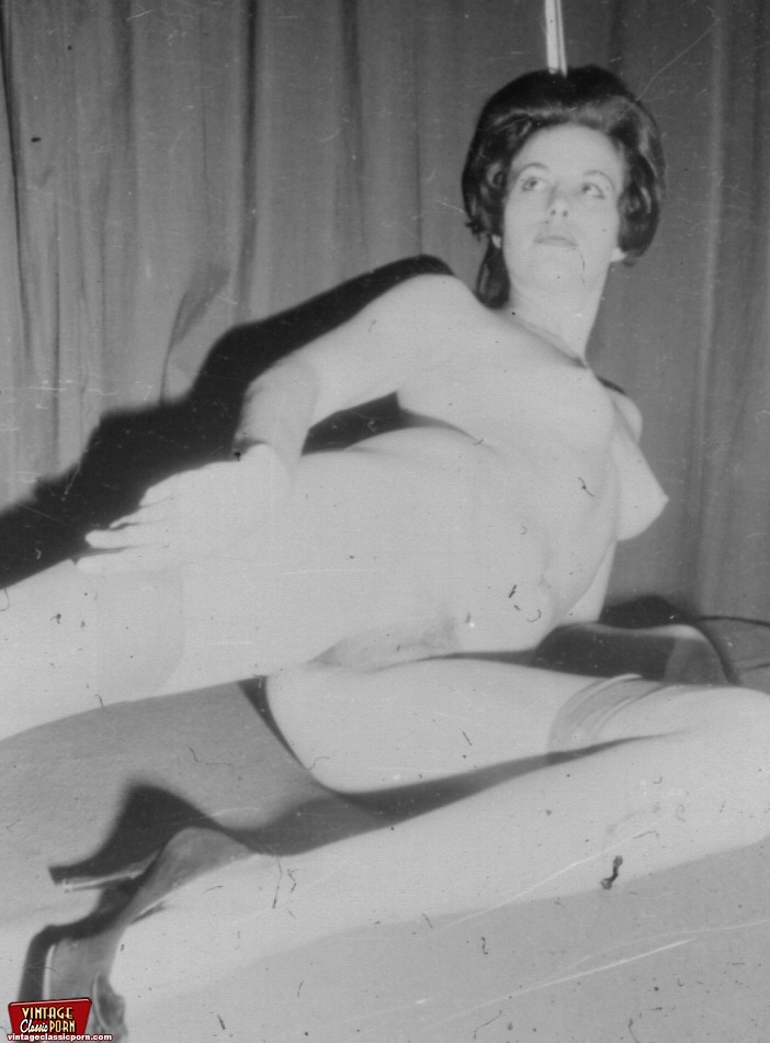 Retro nude. Classic housewives showing thei - XXX Dessert ...