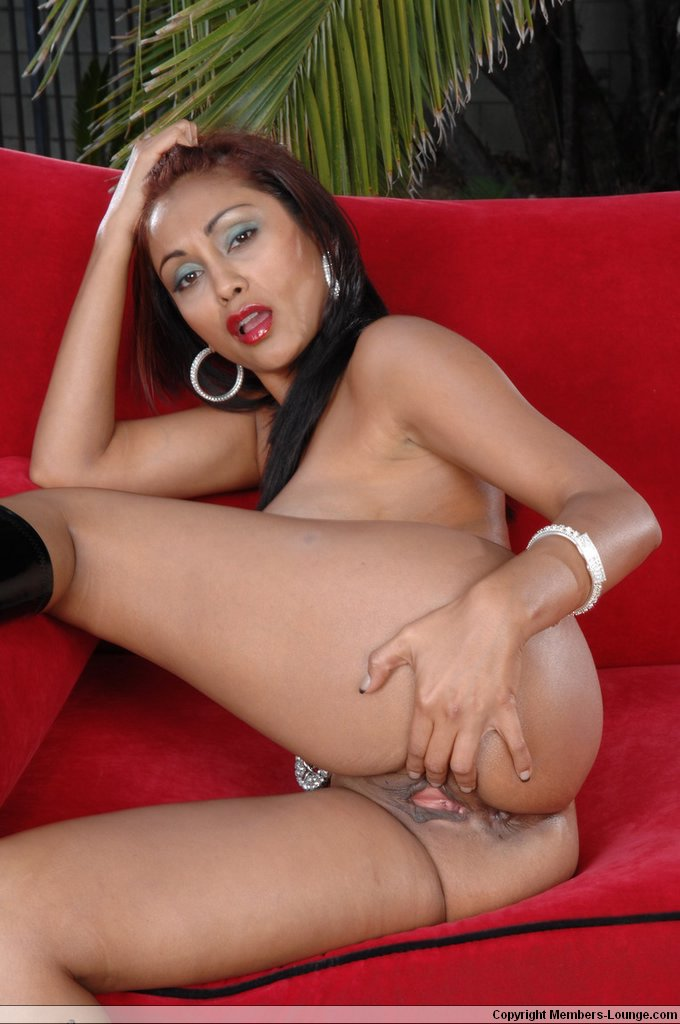Chick spread her legs