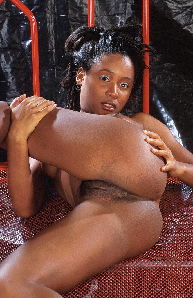 xxx Horny ebony ass