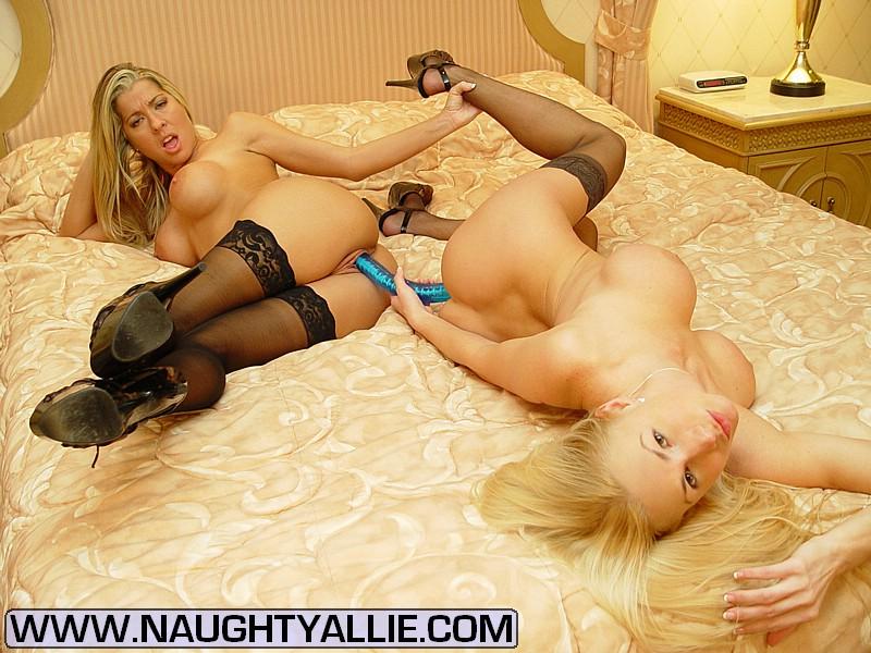 ELIZABETH: Busty lesbians eat girls