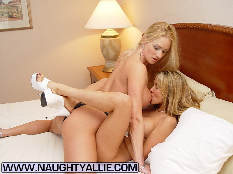 Xxx Milf Two Hot Wives Meet At Hotel To Ea - Xxx Dessert -6429