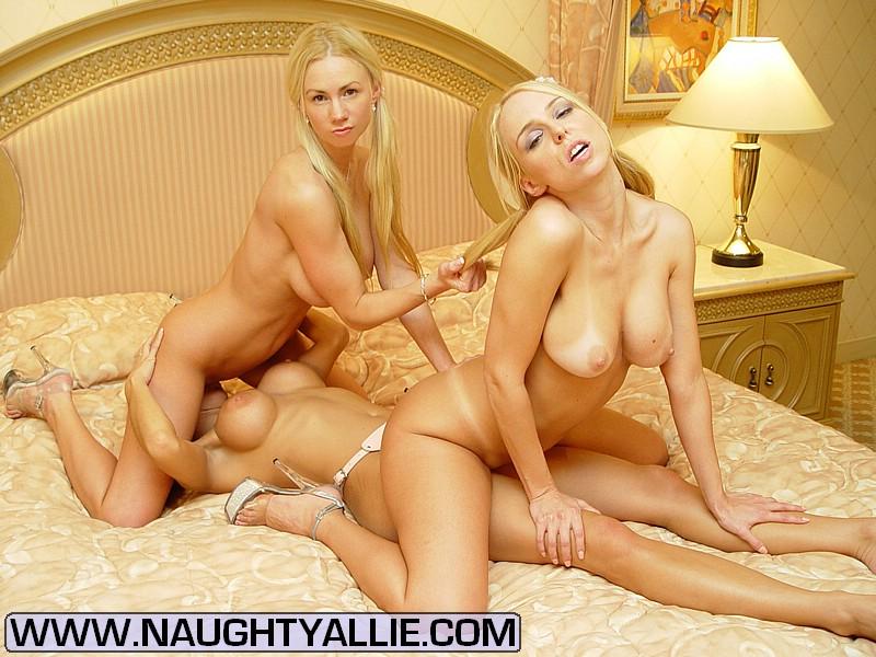 Hot lesbian college girls