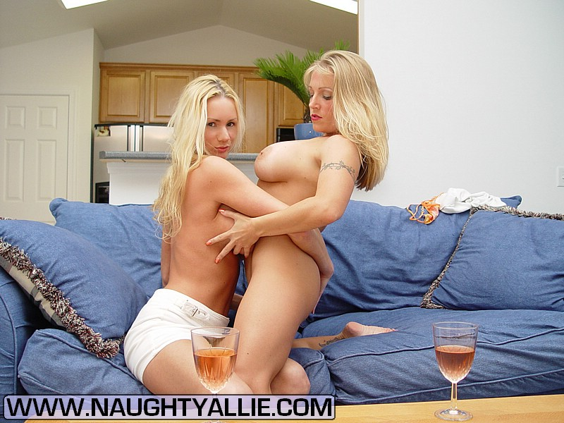 Chanell Heart Eating Pussy