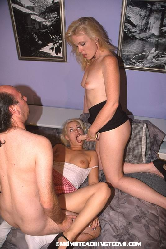 Teens Caught Fucking Outside