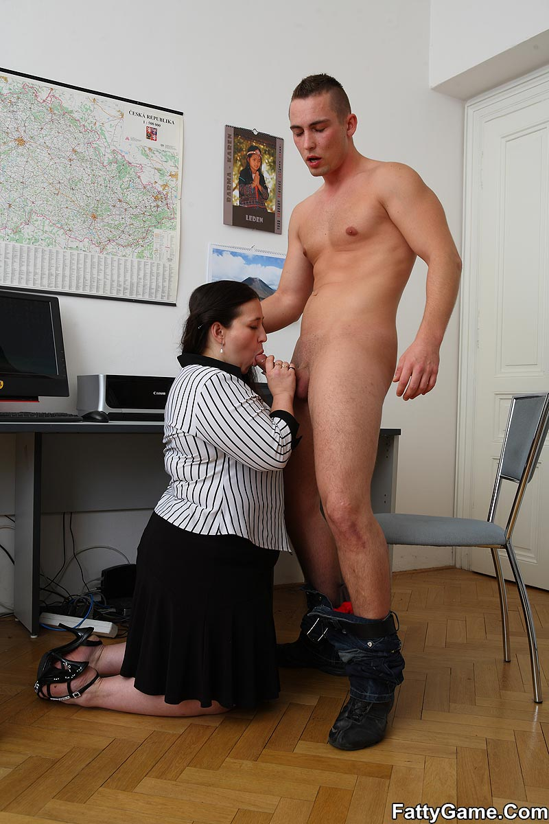 Free fat sex. She was working on her comput - XXX Dessert - Picture 5
