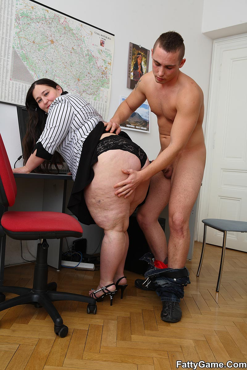 Free fat sex. She was working on her comput - XXX Dessert - Picture 6