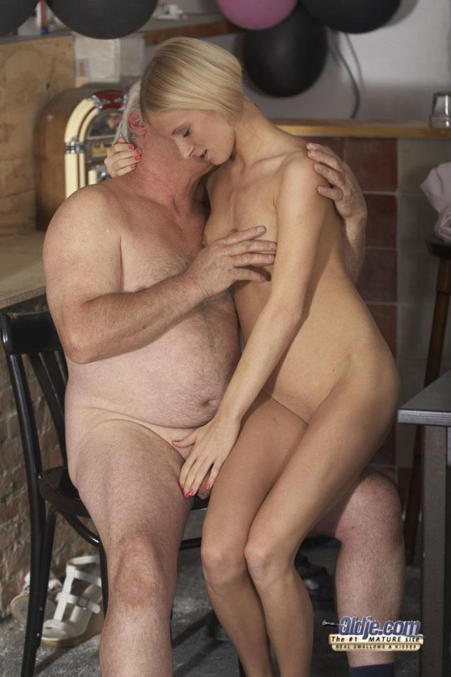 Older Women Having Sex With Younger Guys