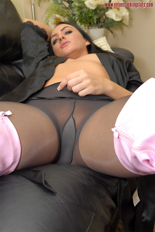 haired sexy milf in black pantyhose an - xxx dessert - picture 1