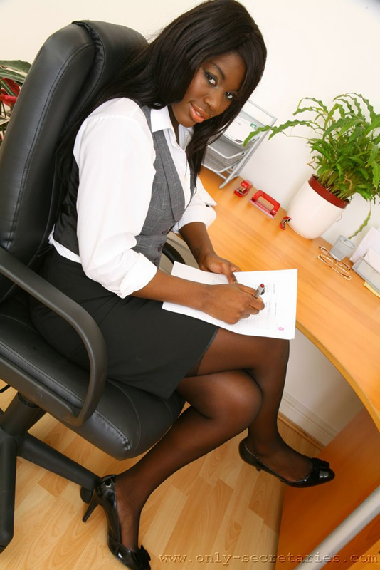 Ebony Secretary Is Ready For A Good Office - Xxx Dessert -1932