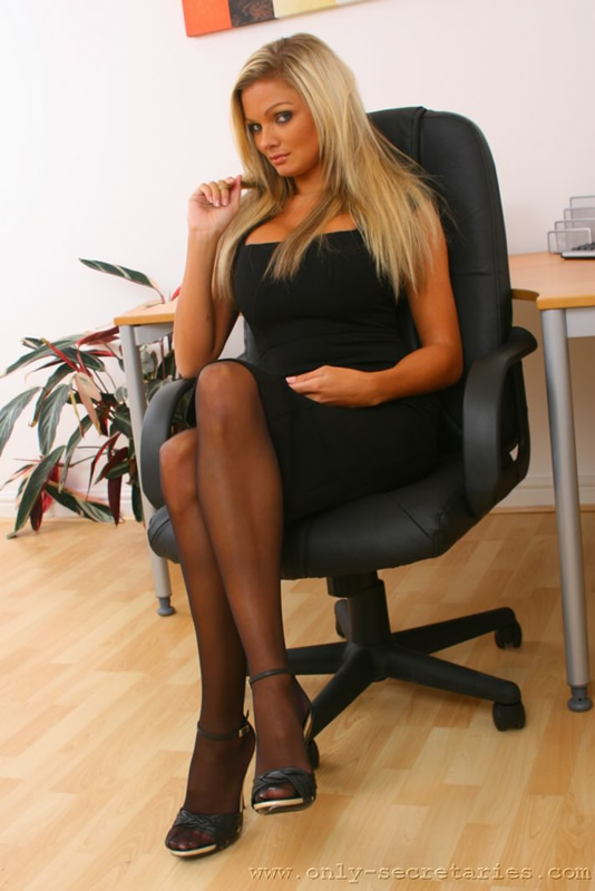 Busty blonde secretary loves wearing stocki - XXX Dessert ...