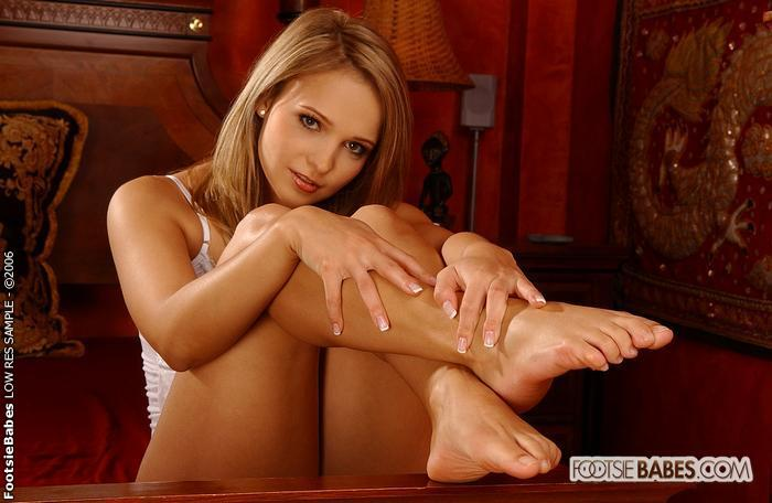 Free foot fetish movies footsie babes #10