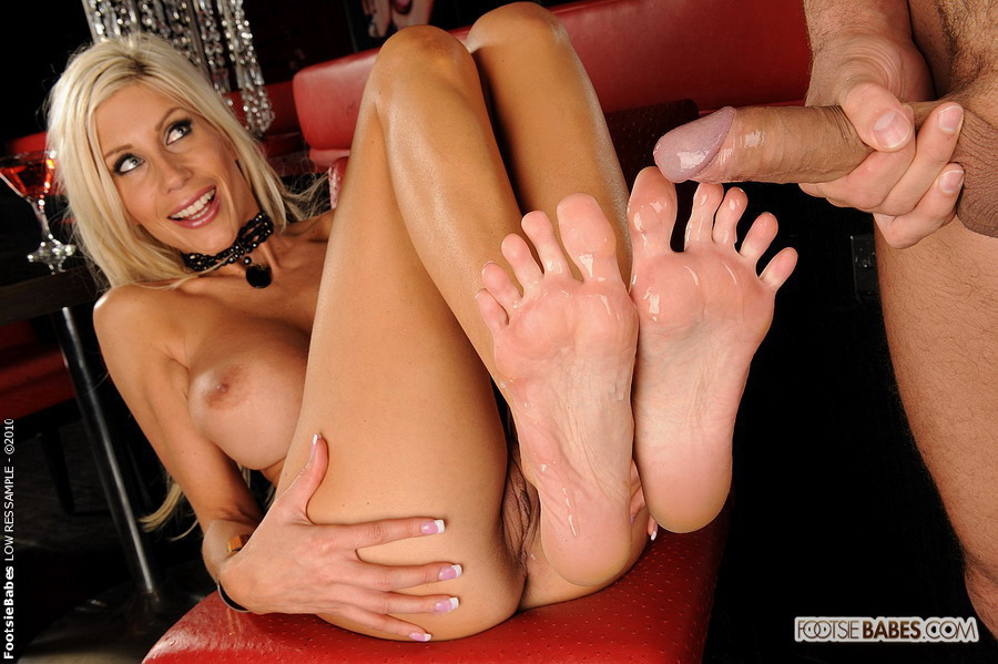 She is getting a nice feet rub with his dic - XXX Dessert - Picture 13 31d021b2d0