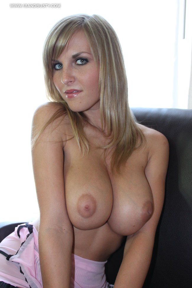Sexy hot tits girl