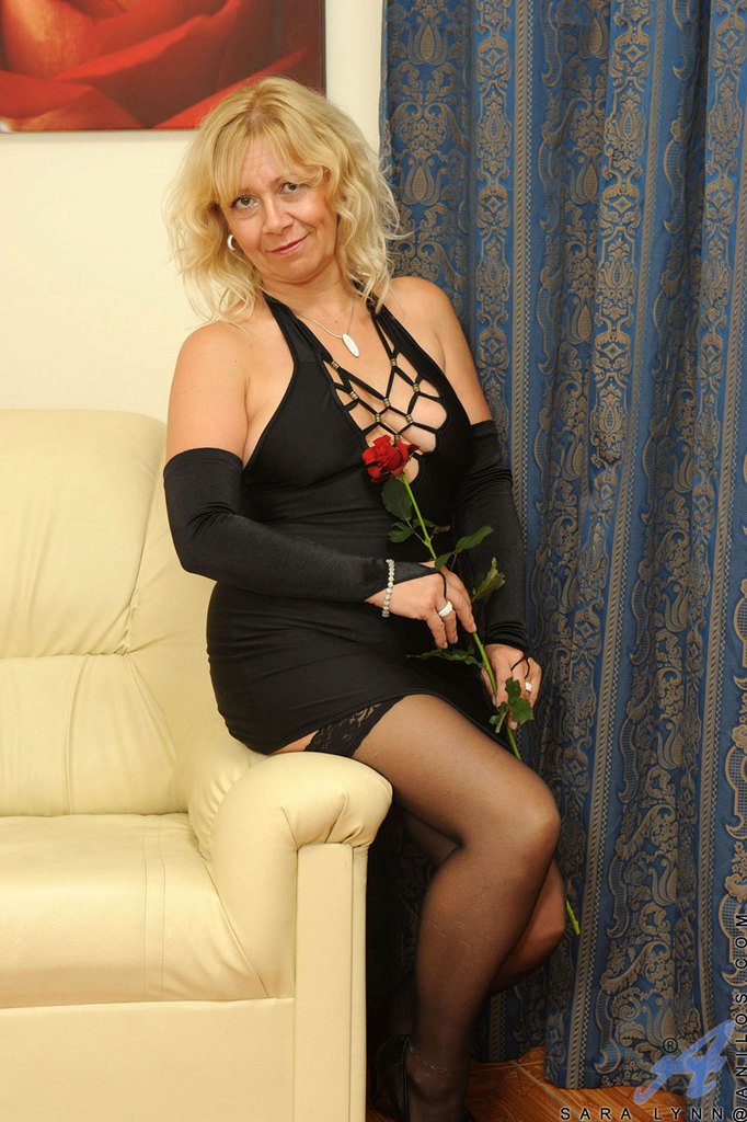 Czech Mature Mom Big Tits - PornPicturesHQ.com