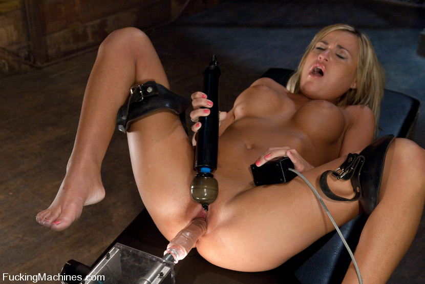 Women fucking machines. Blue eyed, Blond ho - XXX Dessert - Picture 14