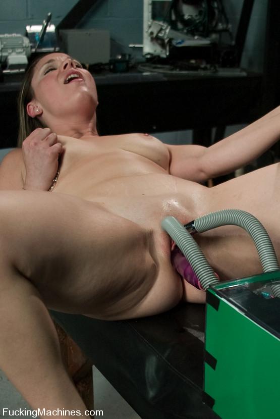 Sex machine sex. Amateur hottie gets mechan - XXX Dessert - Picture 6