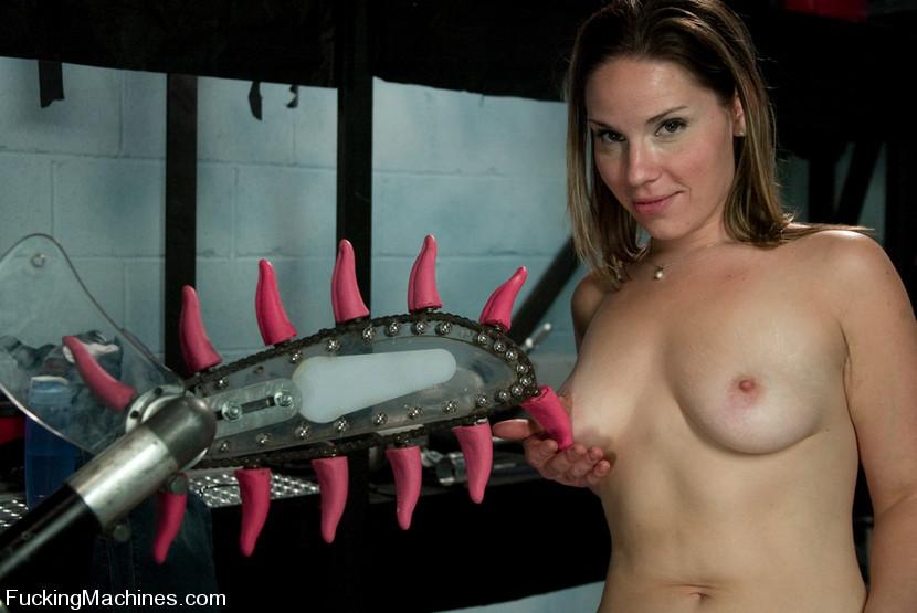 Sex machine sex. Amateur hottie gets mechan - XXX Dessert - Picture 7