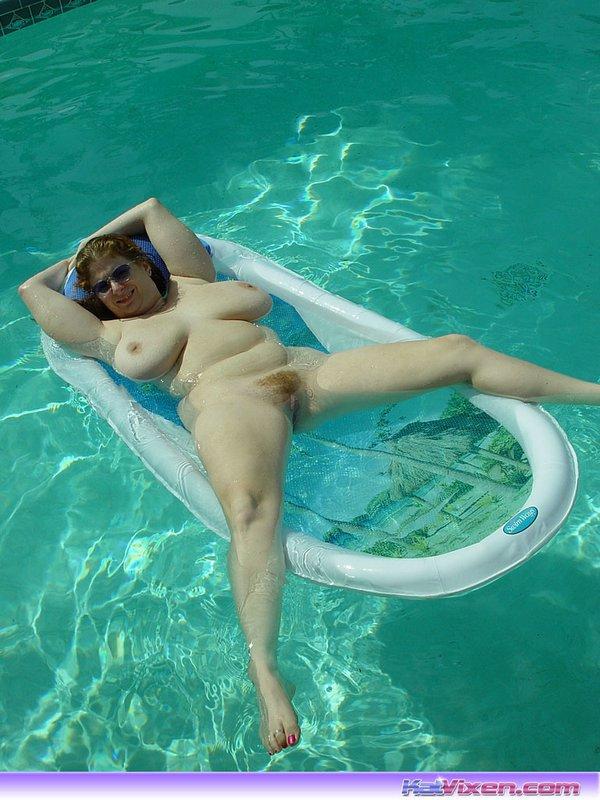 Mature pool porn