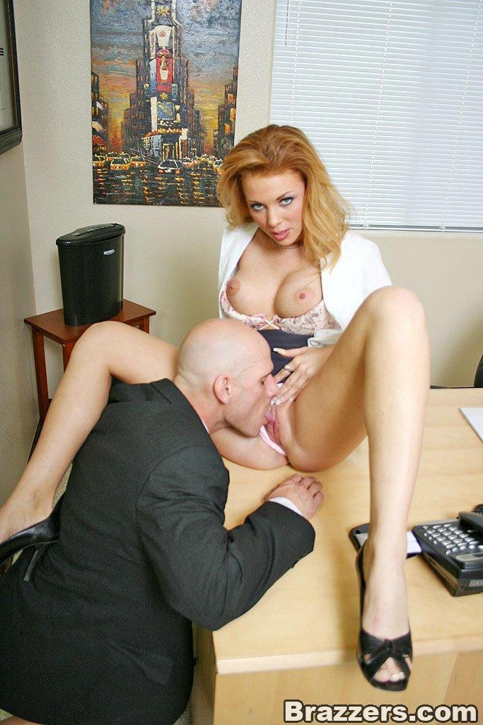 В приемной у начальницы порно