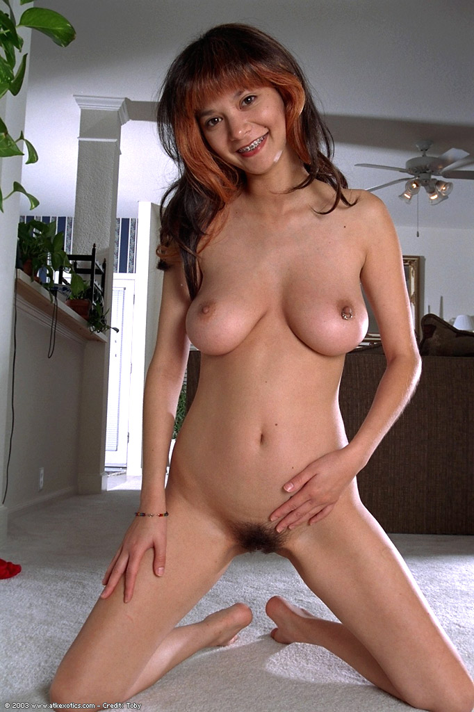 pretty amateur natural breasts nude