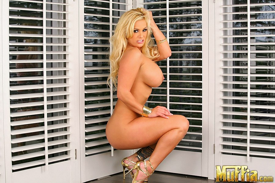 Hot Nude Photos Erotic feet and legs