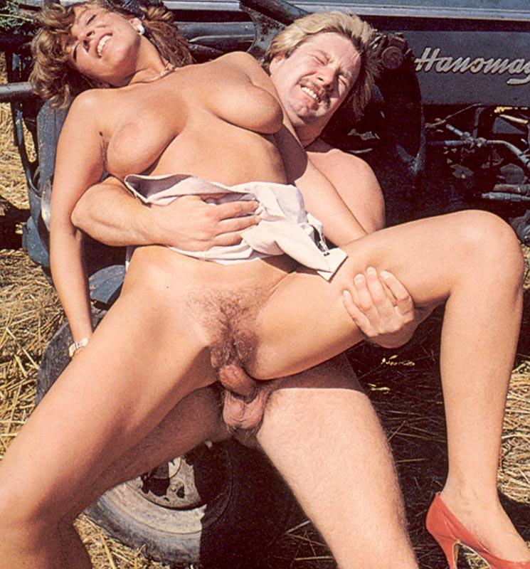 Порно ретро на лужайке