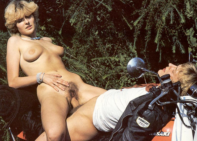 Warm Vintage Nude Car Sex Pic