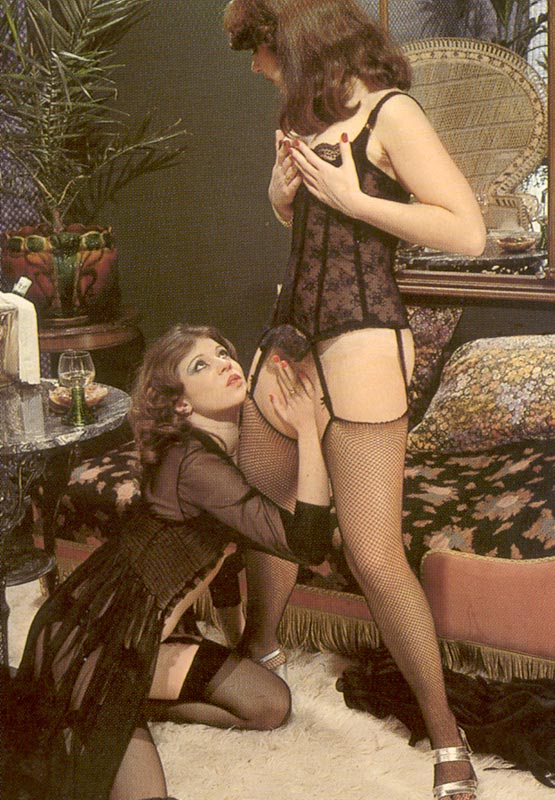 Порно ретро страпон
