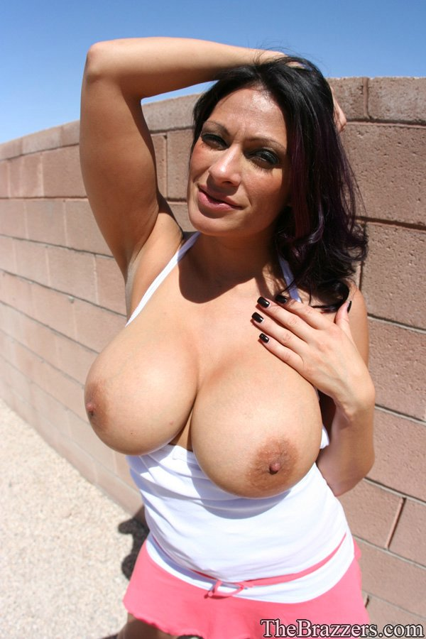 Hot Big Tit Brunette Milf