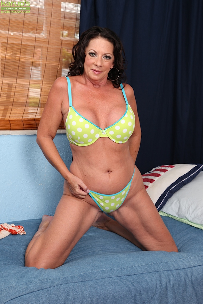 Brunette Naughty American Mom - Pornpictureshqcom-4263