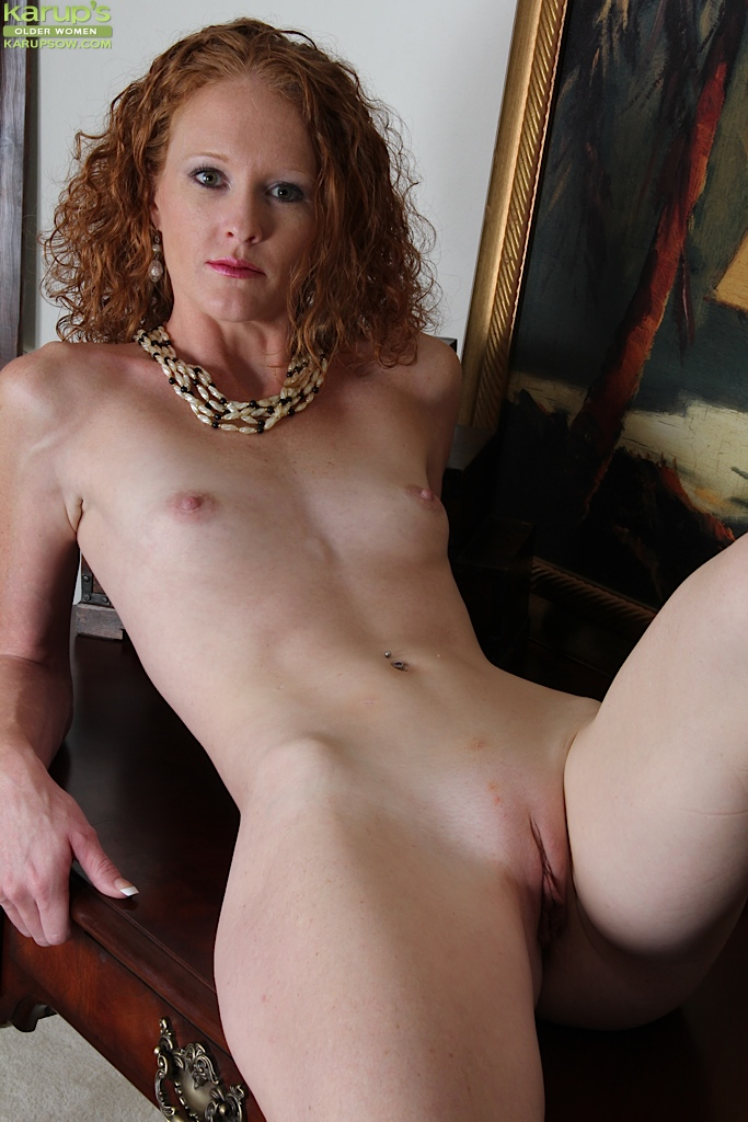 Naked flat chested milf pics and galleries