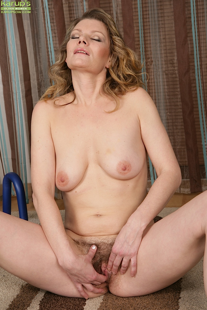 Red Hairy Pussy Lesbian