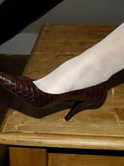 Bdsm sex. Blonde Jenni in stockings spreads. - Unique Bondage - Pic 4