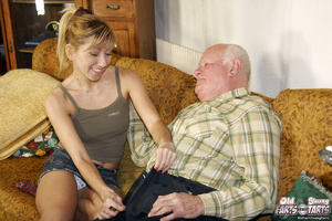 Young & old sex. Grandpa seduces his - XXX Dessert - Picture 3