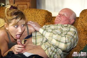 Young & old sex. Grandpa seduces his - XXX Dessert - Picture 4