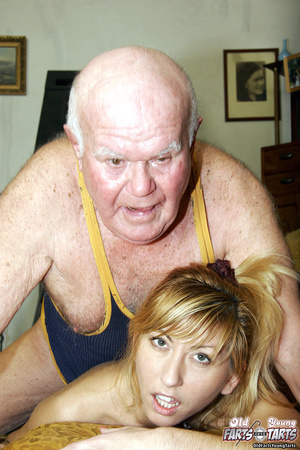 Young & old sex. Grandpa seduces his - XXX Dessert - Picture 12
