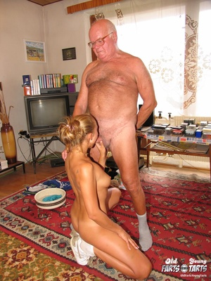 Old young. Teenage blonde loves to gobbl - XXX Dessert - Picture 8
