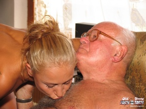 Old young. Teenage blonde loves to gobbl - XXX Dessert - Picture 9