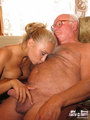 Old young. Teenage blonde loves to gobbl - XXX Dessert - Picture 10