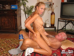 Old young. Teenage blonde loves to gobbl - XXX Dessert - Picture 13