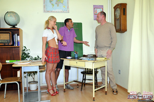 Young & old sex. Willing teenage cut - XXX Dessert - Picture 2