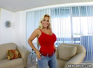 Fuck in office. A prime-time older lady. - XXX Dessert - Picture 2