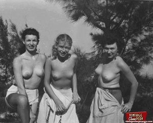 Hairy twat. Several vintage girls showin - XXX Dessert - Picture 10