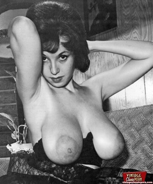 Vintage girls showing pussy pic