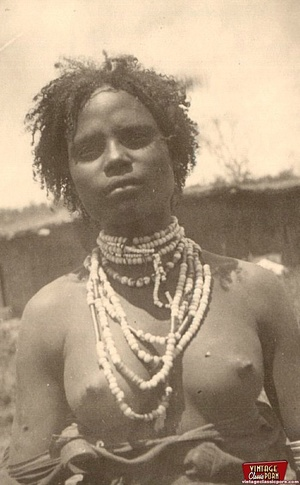 Retro xxx. Classic African ladies showin - XXX Dessert - Picture 3