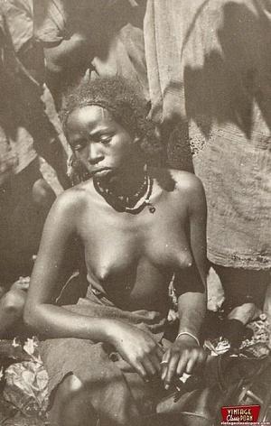 Retro xxx. Classic African ladies showin - XXX Dessert - Picture 4